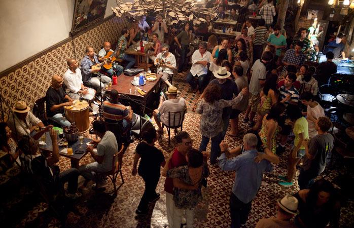 musica-e-danca-tradicionais-cariocas-desfilam-pelo-trapiche-gamboa