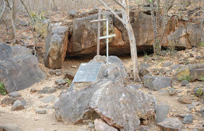 Rota do Cangaço - Cruz de Lampião na Gruta de Angicos