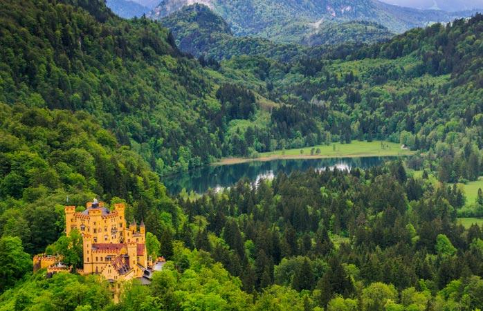 Castelos de conto-de-fadas tomam conta da paisagem, como o de Hohenschwangau
