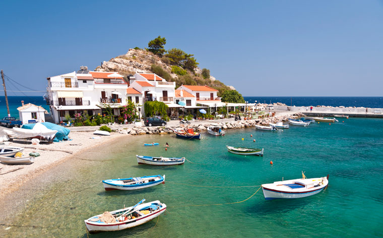 8 ilhas gregas para sonhar com as férias perfeitas