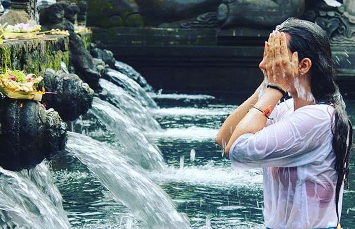 Certifique que sabe a ordem correta para a verdadeira purificação no Templo Tirta Emplu Water