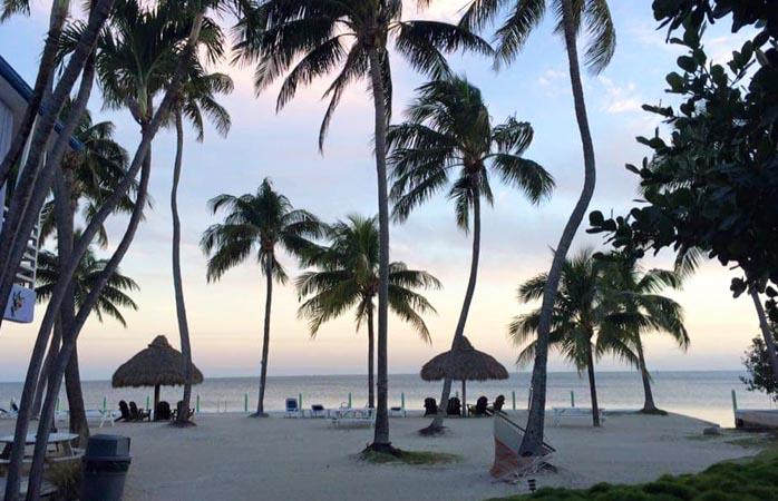 Um lindo oceano e lindas praias, feitos para adolescentes cansados